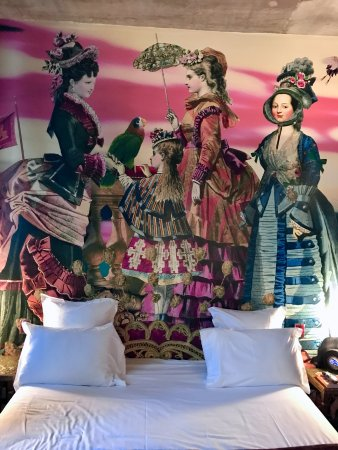 Hotel du Petit Moulin : Above the bed