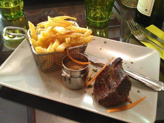 Crevecoeur-en-Auge, Γαλλία: avec les frites maison