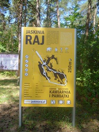 Chęciny, Polska: tablica na parkingu