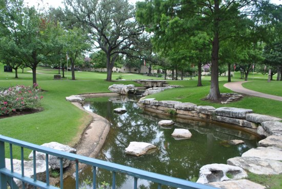 Texas State Cemetery: The decorative creek.