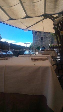 Tovaglie Per Tavoli Da Bar.Tavoli Tovaglia Che Copre Un Tavolo Da Bar Gelateria Picture Of