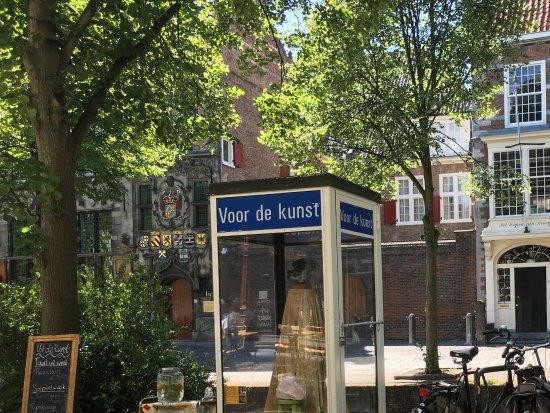 Cabina Telefonica : La cabina telefonica adibita a museo picture of uit de kunst