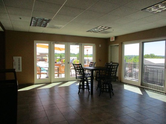 roof top seating area picture of courtyard by marriott. Black Bedroom Furniture Sets. Home Design Ideas