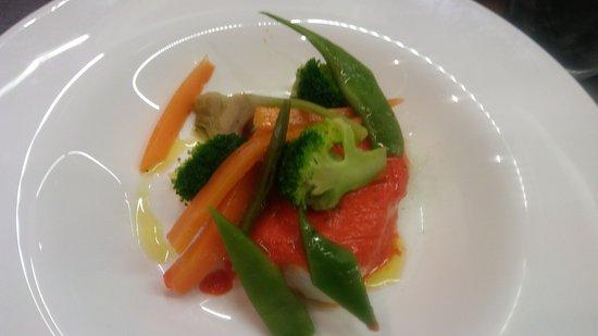 Cafe Infanta: Bacalao confitado salsa de pimiento ahumado e verduras escalfafas