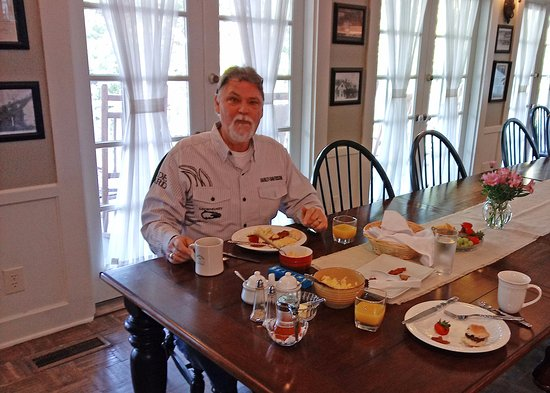 Chilhowee Inn: Fabulous Country Breakfast