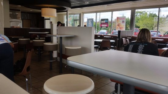 Waupaca, WI: Modern McDonald's
