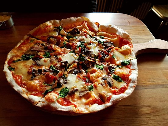 Lincoln, New Zealand: Delicious Pancetta e Fungi pizza