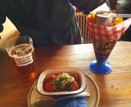 Lincoln, New Zealand: Delicious meatballs and hand cut chips with aioli
