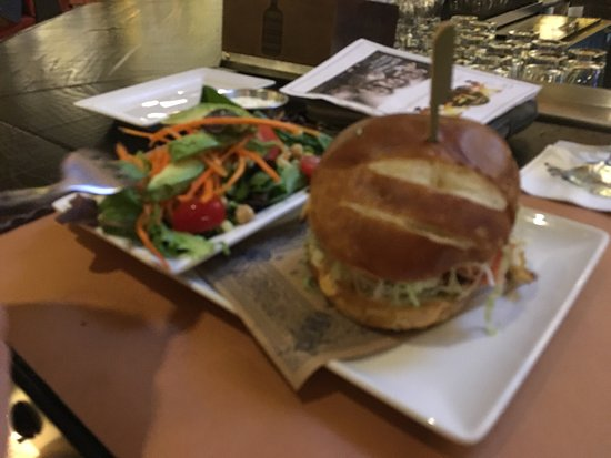 Ledyard, CT: Guy Fieri's Foxwoods Kitchen + Bar