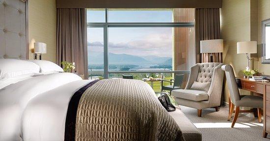 Aghadoe Heights Hotel & Spa: Aghadoe Suite Bedroom with Balcony