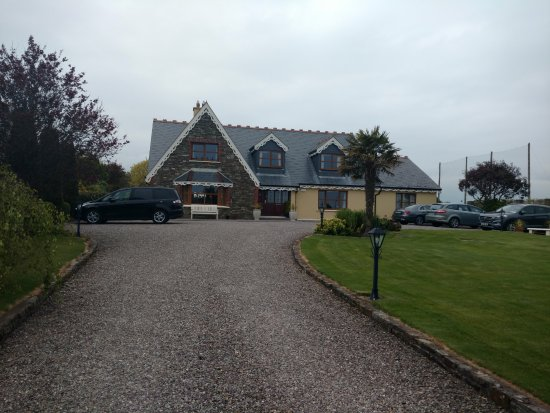Woodlands House: From the street. There was plenty of parking and easy to navigate, even with our large vehicle