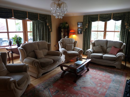 Woodlands House: The sitting room, where I imagine tea is to be had.
