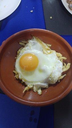 Llers, Spanien: Llengueta amb ou i trufa