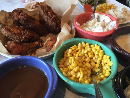 Belleville, IL: All you can eat chicken with sides
