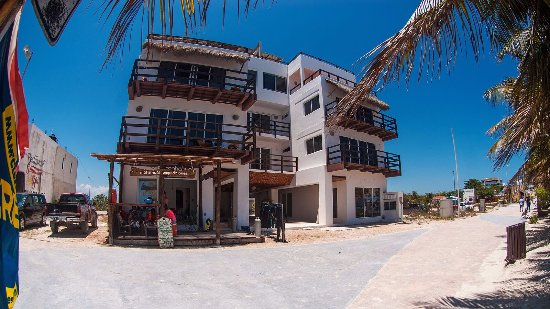 Mahahual, México: Dive Shop at Bottom of Condo Building