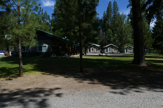 Fort Klamath, OR: Store and cabins