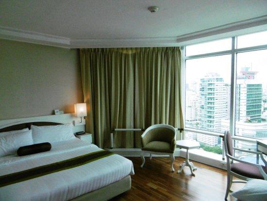 Suite bedroom.