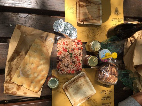 Sapori e Saperi: Picnic: fresh bread, farro salad, wine, and butter biscuits from a baker, amazing honey by Franc