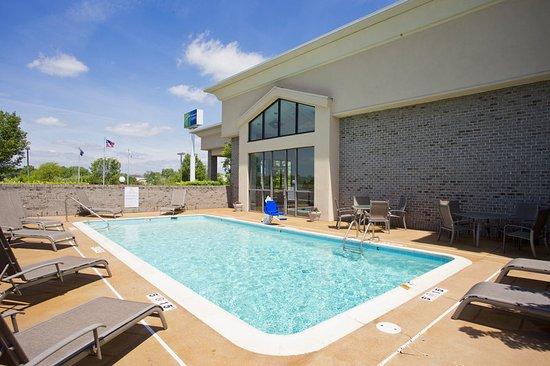 Stephens City, VA: Seasonal Swimming Pool