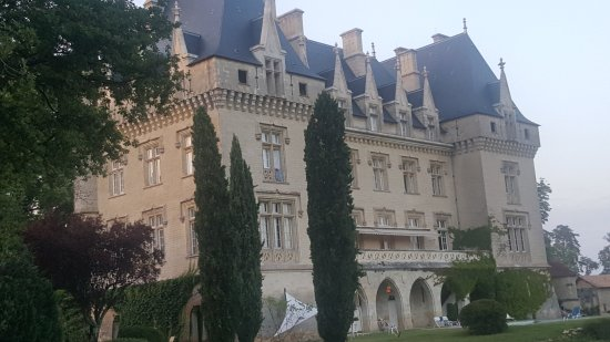 Gardegan-et-Tourtirac, France: view of the backside of chateau pitray