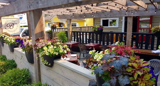 Bowen Island, Canada: Our patio