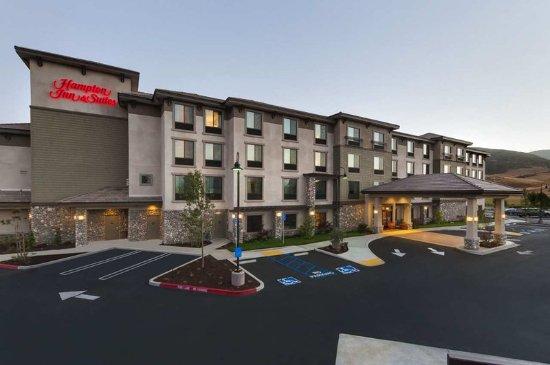 Hampton Inn & Suites- San Luis Obispo: Hotel Exterior