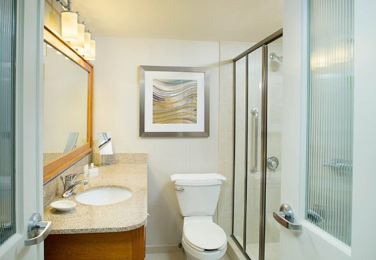 Montvale, NJ: Guest Bathroom