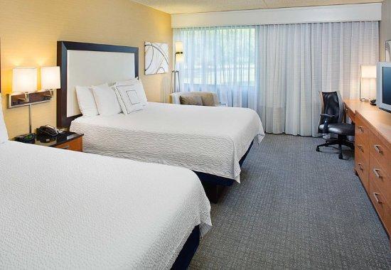 Montvale, NJ: Queen/Queen Guest Room