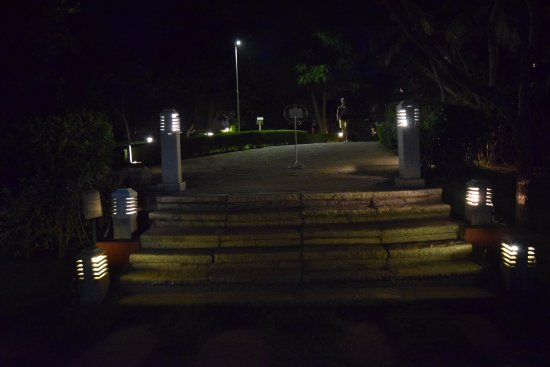 Bay View Point : Way to swimming pool..