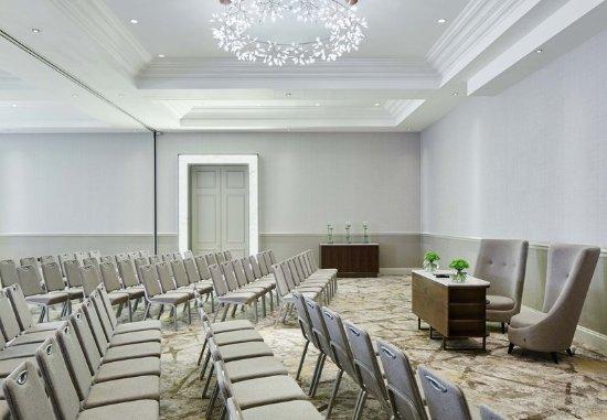London Marriott Hotel Regents Park : Primrose Hill - Wedding Ceremony Setup