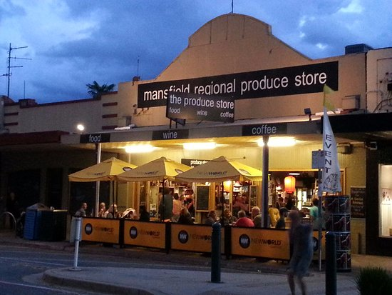 Mansfield, Australia: The Produce Store at night