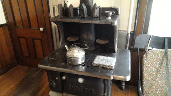 Oneida, NY: kitche in childrens quarters