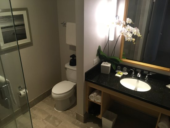 InterContinental The Clement Monterey: Bathroom (King Balcony)