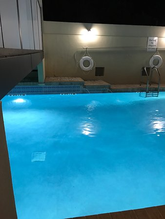 Holiday Inn Express & Suites Jacksonville Airport: The indoor/outdoor pool is perfect