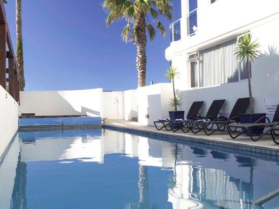 Belle Mer Beachfront Apartments: Swimming Pool