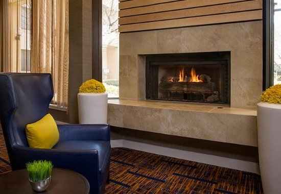 Hunt Valley, MD: Lobby Fireplace