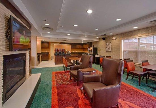 Neptune City, NJ: Lobby Sitting Area