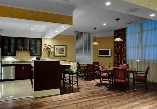 SpringHill Suites Memphis Downtown: Court Square Hospitality Suite