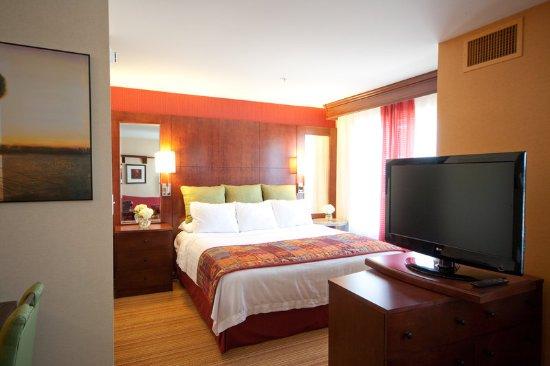ออเบิร์น, เมน: Guest Room