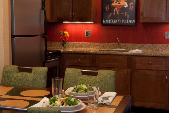 ออเบิร์น, เมน: Guest Room Kitchen