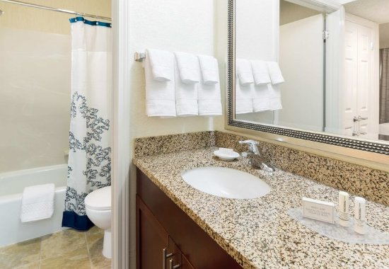 Placentia, CA: Studio Suite Bathroom