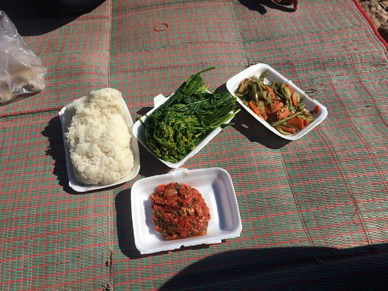 Nong Khiaw, Laos: Delicious local vegetarian lunch catered by Khoun on our rafting trip