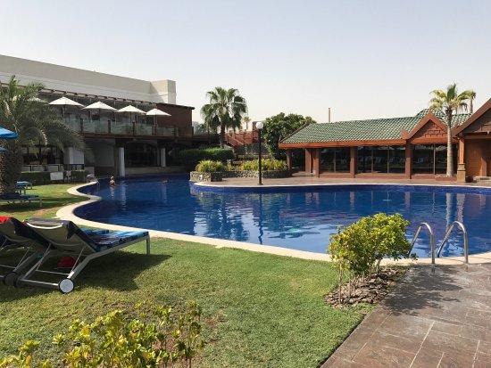 Dubai Marine Beach Resort and Spa: O Hotel é excelente. As pessoas são simpáticas e não medem esforço para te ajudar. O café da man