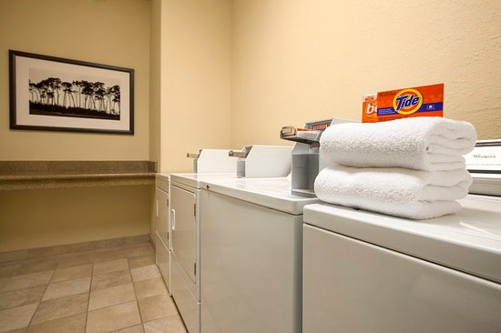 Capitol Heights, MD : Guest Laundry