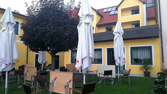 Schwanberg, Austria: Gastgarten