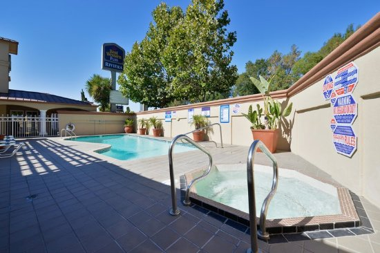 Menlo Park, Kalifornia: Outdoor Pool & Hot Tub