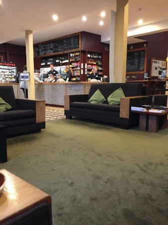 Lower Hutt, นิวซีแลนด์: Cafe and lounge area at Lighthouse Petone