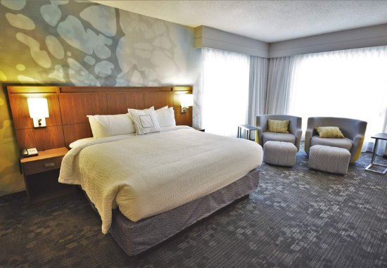 Arden, NC: King Suite