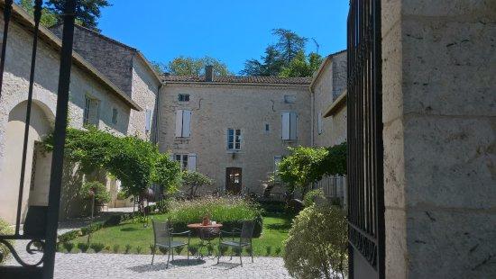 Chateau de l'Hoste: la vue arrière de l'hotel
