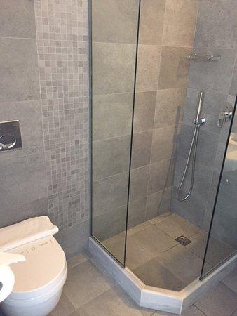 Little Rochari: salle de bains